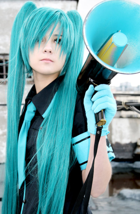 Miku (from Vocaloid) by HimeNami Photographed by lion-lufkin