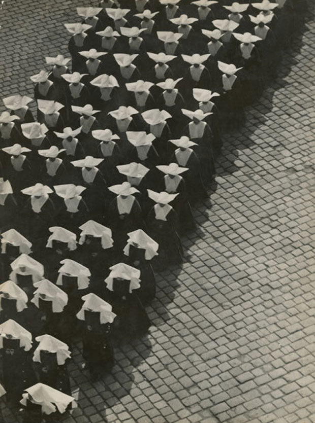 Ernö Vadas, Procession, Budapest, 1934 Silver gelatin print, 395 x 300 mm Hungarian Museum of Photography via
