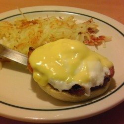 Breakfast at iHop.  Finally had egg benedict with @liam_yee , lol.  #breakfast #ihop #eggs #eggsbenedict #hashbrowns #finally #food  (Taken with Instagram)