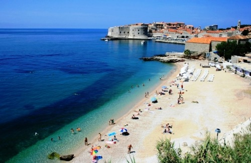(via A day at the beach in Dubrovnik, a photo from Dubrovacko-Neretvanska, Coast | TrekEarth) Dubrovnik, Croatia