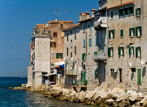 (via Without street, a photo from Istarska, Coast | TrekEarth) Rovinj, Croatia