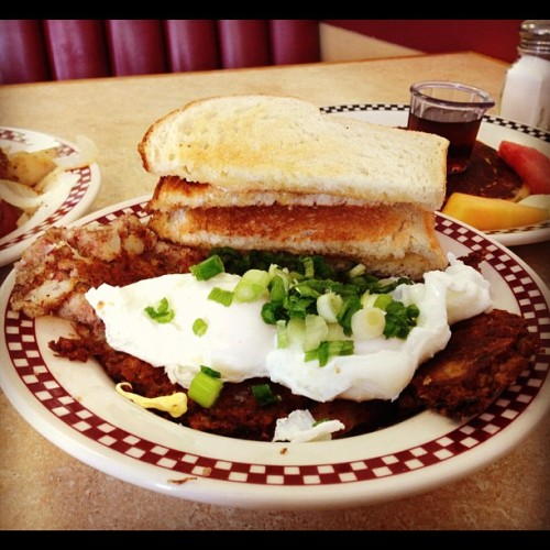 Who says you can't go home again.  (Taken with Instagram at Hallie's Diner)