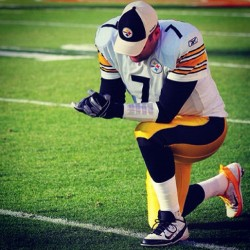tk888:  Time for some steelers football!! #pittsburgh #pittsburghsteelers #steelers #football #sunday #benroethlisberger #roethlisberger  (Taken with Instagram)