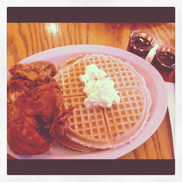 hello-ryan:  Ready to kanaaaaak! #Roscoes #Chicken #Waffles #FatAssBirthday  (Taken with Instagram at Roscoe's House of Chicken and Waffles - Pasadena)