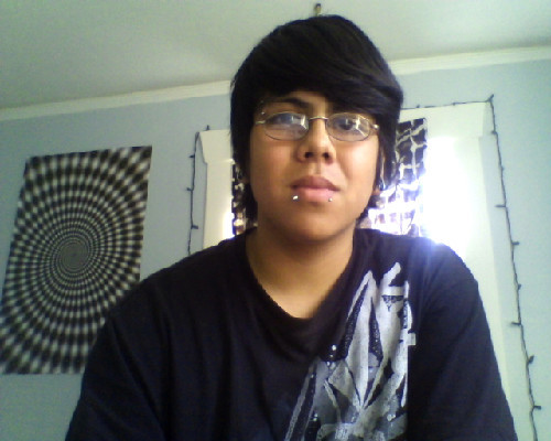 WOOT got the other side of my lip pierceed :D my life is forever complete :3