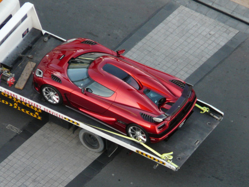 Too cool for standard roads Starring: Koenigsegg Agera (by benduj78)