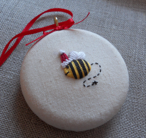 Merry Bee Christmas Tree Decoration by themasonbee on Flickr.