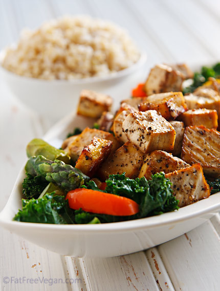 ryleeandelle:  MEAT FREE MONDAY RECIPE! Thai Black Pepper and Garlic Tofu…Yummmm! Click here for the recipe <3 Rylee & Elle xo