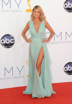 believeinmagicmuggle:  Heidi Klum at the 2012 Emmy's. She's doing the Angelina but double time! Such a gorgeous color.  @hello_brittbrat