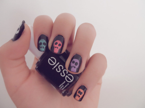 i-am-infinitely-nails:  Colorful skull nails Cute Halloween nail look