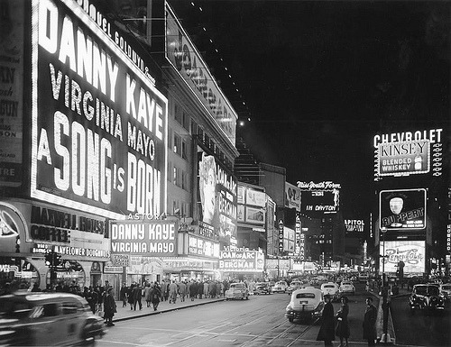 fuckyeahvintage-retro:  New York City, 1948 © LifeMagazine