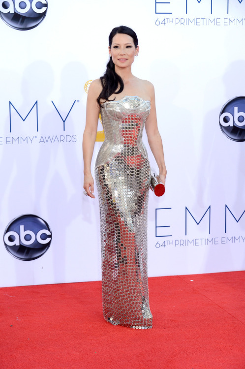 suicideblonde:  bohemea:  Lucy Liu - 2012 Emmys I bit my fist when I first saw this! PERFECTION!  Is this Versace?  Because I'm getting that vibe.