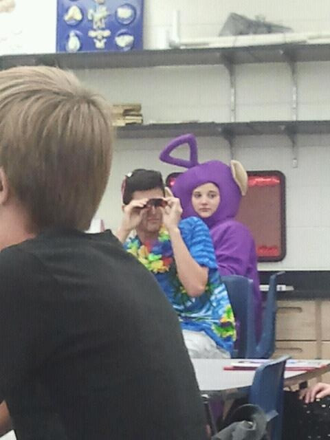 Omg this is my ap chemistry class during homecoming week… That's my friend lindsey