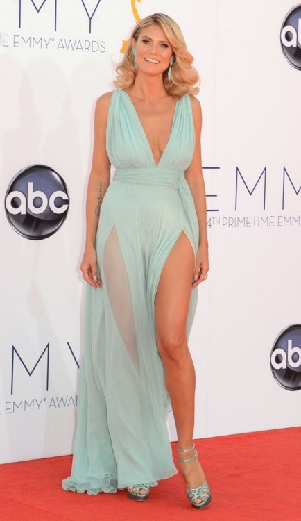 Heidi Klum look like a goddess in this absolutely stunning gown.