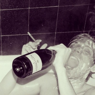Champers in the tub. #moët #bathtub by eliasinstadiary