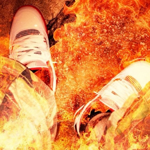 #FireRedJordanIV #Fire #FireRed #Jordan #Shoes  #Sneakers #IGSneakerCommunity#JordanIV #Heat  (Taken with Instagram)