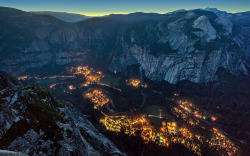 1iberated:  Yosemite Valley as the Lights Come On by PrevailingConditions on Flickr.