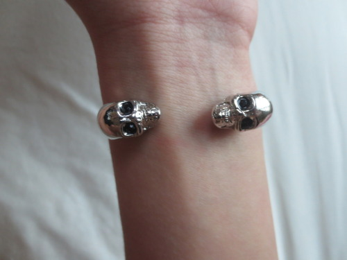 manhatting:  childoftheocean:  my skull bracelet  i need this