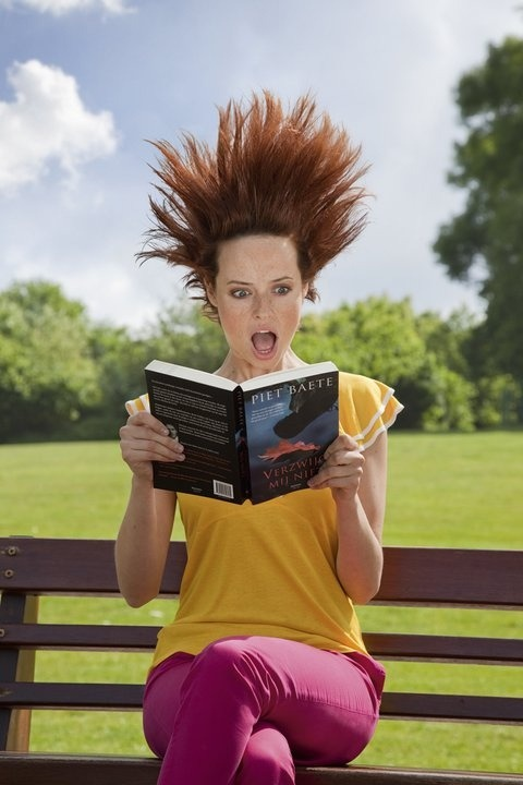 Reading electrifying / Lectura electrizante (autor desconocido)