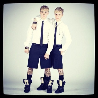 10magazine:  DSQUARED2: JEDWARD FRONT ROW AT S/S 2013 We've just been informed via Luke Leitch at the Telegraph, that Jedward- yes the Jedward, the ones with apparent hair versus brain cells issues, were front row at Dsquared. Is it a twins thing? Well they're sort of pretty aren't they? And seeing them head to toe in the Dean & Dans wares we've actually been won over. Those tatt socks! We're debbie for some tatt socks. Image source: telegraph.co.uk/columns/lukeleitch www.dsquared.com  by Vincent Levy
