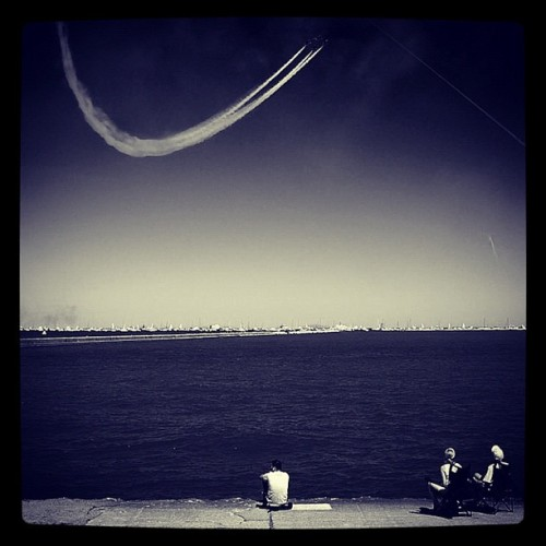 Air Show. #streets #streetphotography #chicago #airshow #airplane #igrsdaily #igrschicago #iphonegraphy #iphonography  (Taken with Instagram)