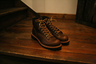 From the Red Wing archives, this season we see the re-release of the Lineman boot. Made in the USA. Brown leather boots with black Vibram sole, round toe, narrow profile. Originally designed by the Redwing Shoe Co. in 1910 for linemen, the workers responsible for stringing and repairing electric and telephone lines. (via Anchor Division » Vintage Inspired Menswear and Fashion » Red Wing Lineman Boots)