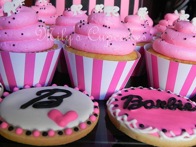 awkwardcupcake:  Cupcakes by Mily'sCupcakes on Flickr.