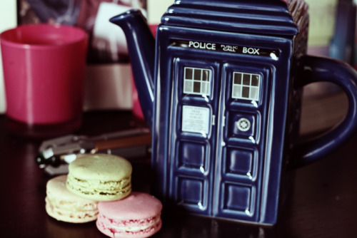 lanii:  Flawless tea time: the TARDIS, caramel and white chocolate tea from Yumchaa, and Laduree macarons. Mmm mm.