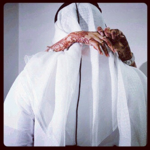 "naz-u:  A woman wants her husband to be strong in Deen,to be her best friend, someone she can sharesecrets and jokes with. She wants to feel special,loved and understood.Brothers, if you want to be a good husband please realise that a woman's needs are different to a man's. Your wife's main need is 'emotional'. Rasulullah Sallallahu 'Alayhi Wa Salaam said: ""The best of you are those who are best to their wives."" (Sahih Al-Bukhari) When your wife's emotional needs are fulfilled, you will have a more fulfilling marriage.#الله #اسلم #محمد #allah #islam #instaislam #muhammah #me #muslim #myself #meaning #beautiful #life #haqq #hadith #guidance #deen #smile #sunnah #photo #instaphoto #islamphoto #instahadith #you #think #trust #thought #reflect #quran #ameen (Taken with Instagram)"