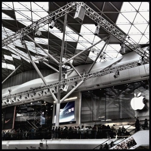 A queue for an iphone5 :) #london #westfield #shoppingcentre #mall #apple #iphone5 (Taken with Instagram at Westfield London)