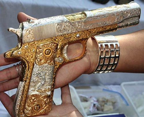 samskrit:  if i ever had a gun it'd be like this one, just to look at  Fancy as fuck, but if you hold it this way, it will leave glittery holes in you :(