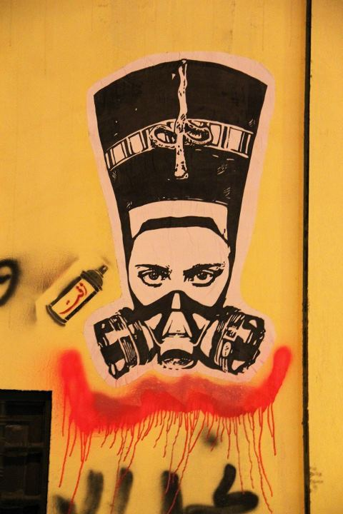 thepoliticalnotebook:  Street graffiti in Cairo: Nefertiti in a gas mask. A tribute to the women of the revolution on Mohamed Mahmoud street by artist El Zeft. [Via Ted Swedenburg]