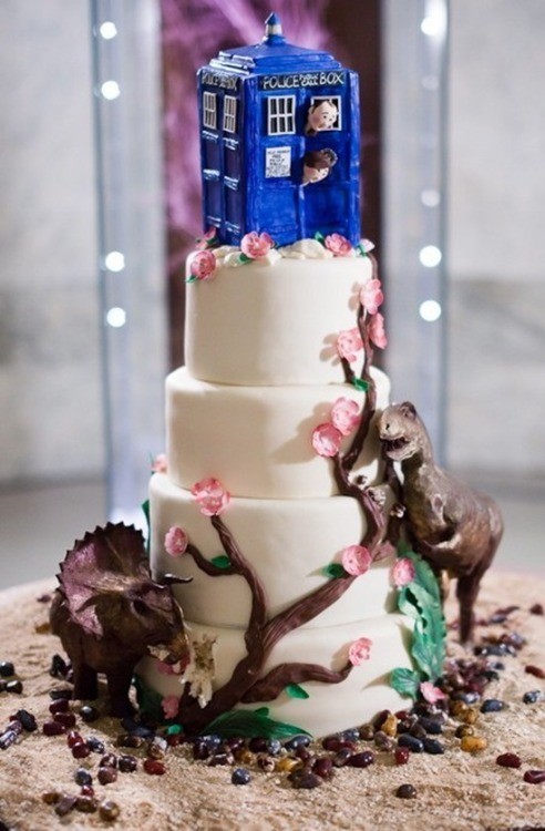 doctorwho:  Dinosaurs! On a Wedding Cake!