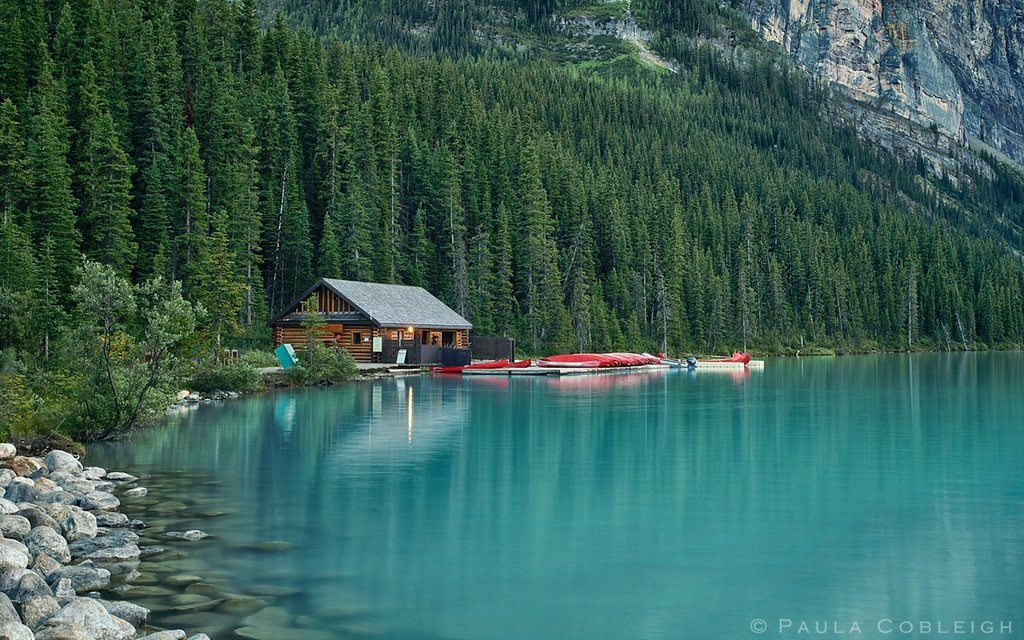 Lake-Louise-the-boat-house.