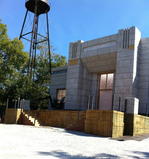 A closer look at a Justice Building being used in the Catching Fire movie. (x)