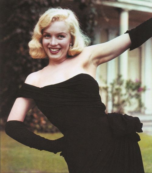 theniftyfifties:  Marilyn Monroe photographed by Bob Beerman, 1950.