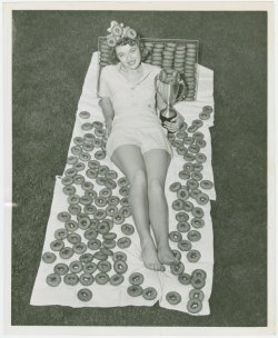 gladtoseeyou:  crowcrow:  The doughnut queen, 1940's  I want donuts