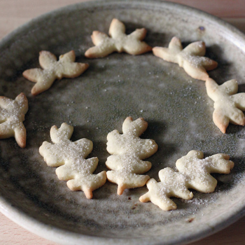 valscrapbook:  Leaf-Shaped Cookies by Lindsay Jewel on Flickr.