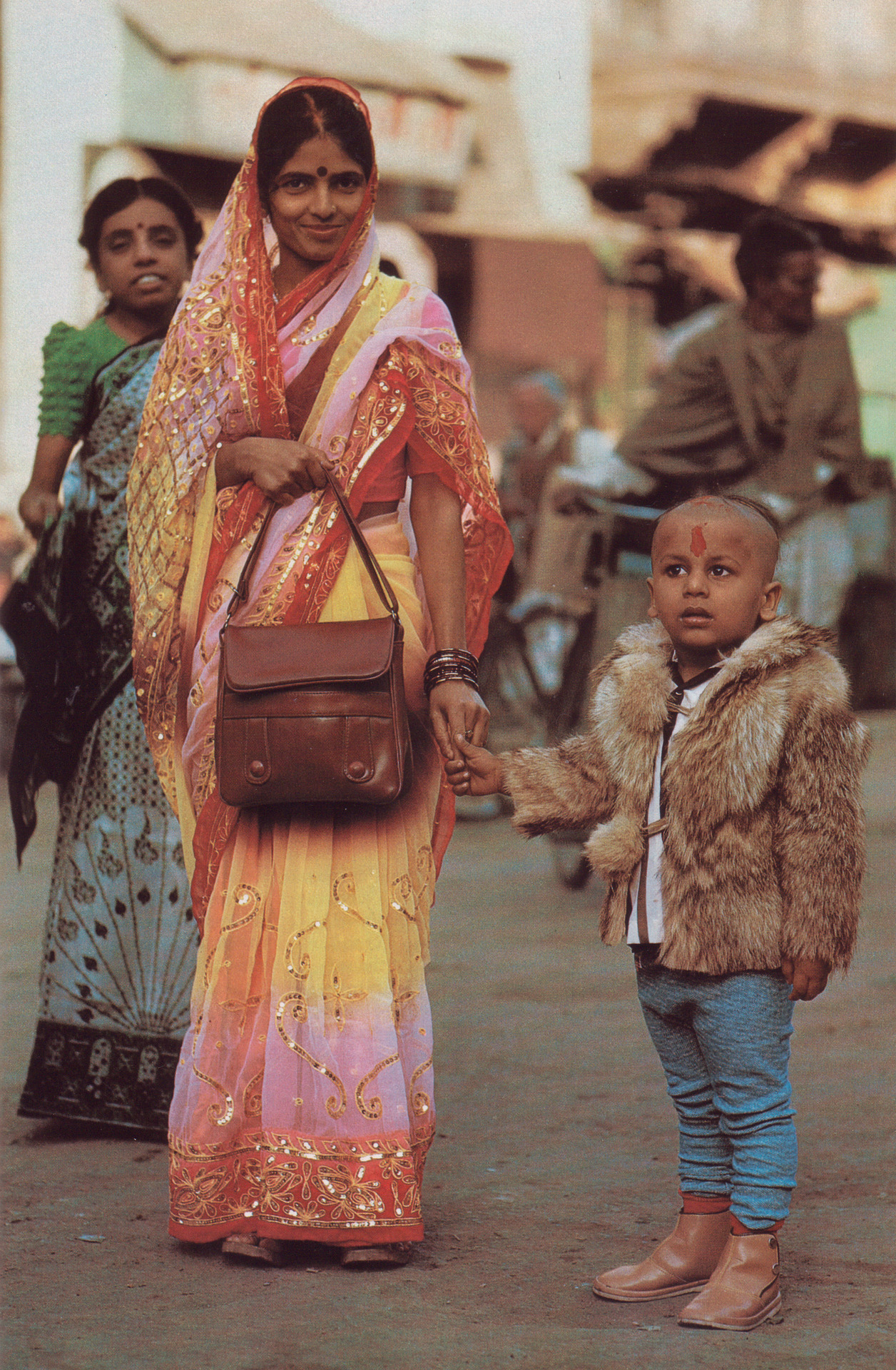 'Banaras India's City of Light' National Geographic February 1986 Tony Heiderer