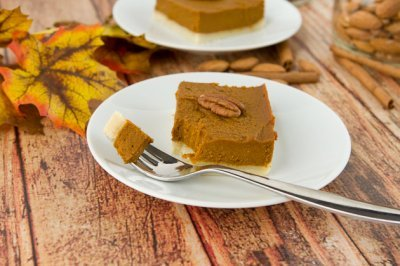 guiltfreedesserts:  Vegan + Gluten free Pumpkin Mousse Squares; only 170 calories!  (click on picture for recipe)