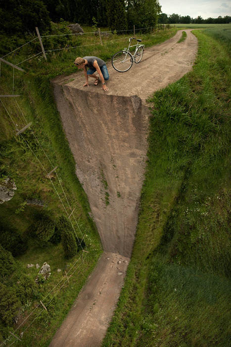 artchipel:  Erik Johansson - Vertical turn (2009)