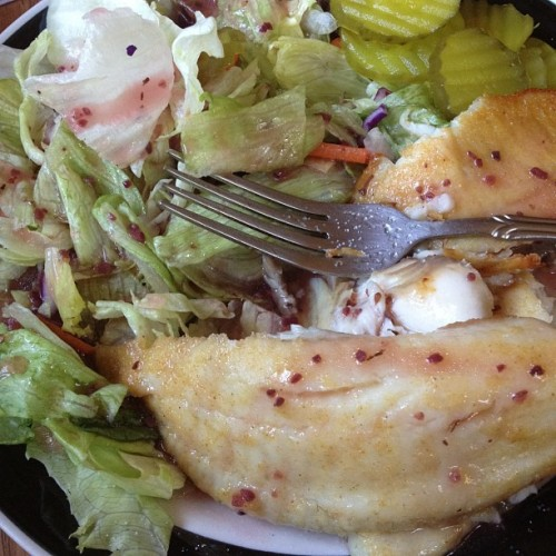 #lunch #dinner #baked #fish #talapia #salad #superfruit #berry #vinaigrette #salad   (Taken with Instagram)