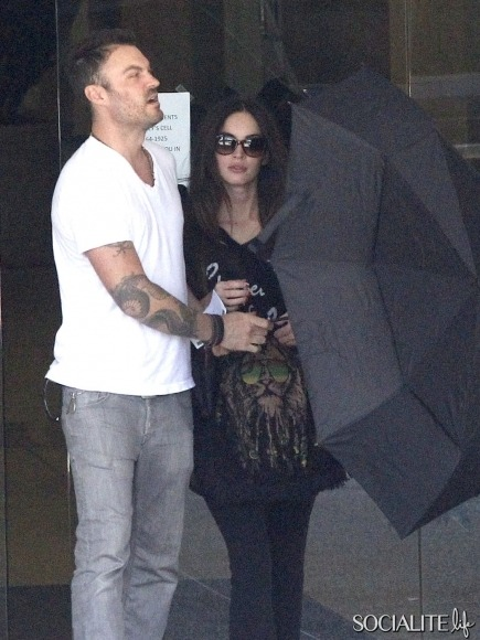 Hot Momma BABY Bump! (via Megan Fox And Brian Austin Green Leaving A Baby Check-Up | Socialite Life)
