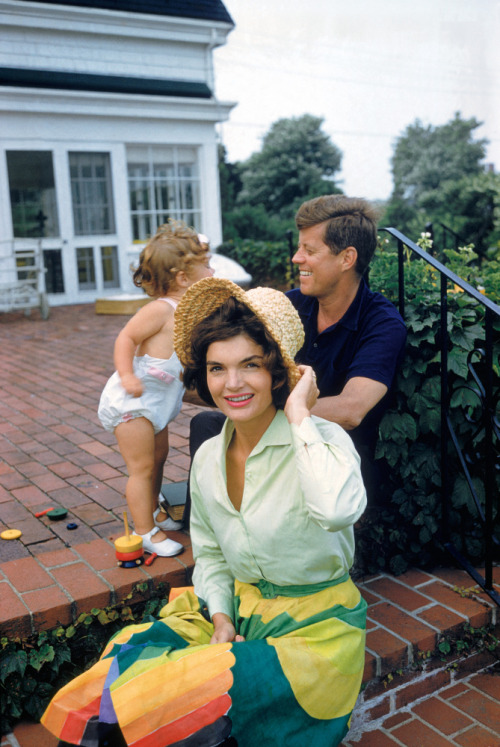 indypendenthistory:  Jackie Kennedy and her family in Hyannis Port