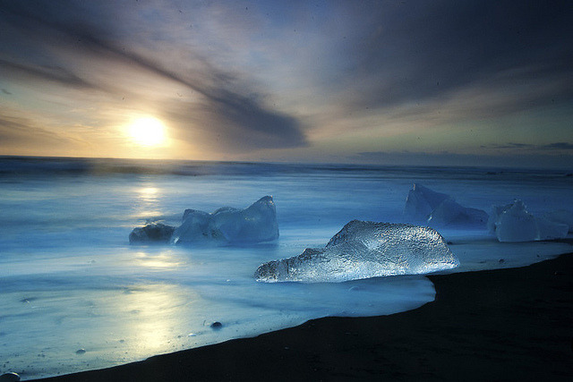 glowing-clouds:  Iceland by bsmethers on Flickr.