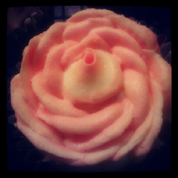 I think this is the most successful flower i did. :) #Flower #cupcake #orange #yellow #success  (Taken with Instagram)