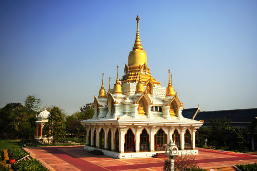 (via Kushinagar Thai Temple, a photo from Uttar Pradesh, North | TrekEarth) Kushinagar, India