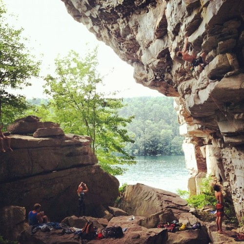 really wishing I could be back here right now… #climbing #rockclimbing #sportclimbing #climb #climber #thenew #newrivergorge #nrg #summersvillelake #summersville #coliseum #westvirginia #wv #lake (Taken with Instagram at Summersville Lake Climbing)