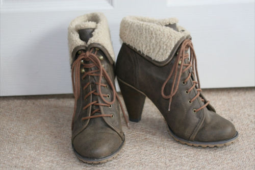 FOR SALE WINTER ANKLE BOOTS WITH WOOL TRIM UK SIZE 6 (originally new look, barely worn)