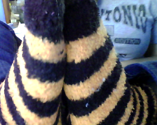 guys. it's so cold today. look what I gots on my feet!!! :D